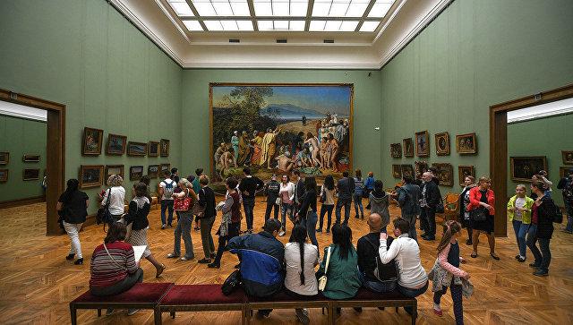 Посетители во время международной акции Ночь музеев. Архивное фото