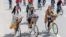 Участники пятого Всероссийского Велопарада в Москве. 28 мая 2017