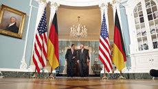 Министр иностранных дел Германии Зигмар Габриэль и госсекретарь Рекс Тиллерсон, архивное фото