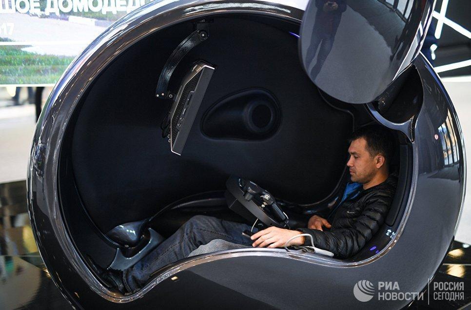 Посетитель в Экспофоруме накануне открытия Санкт-Петербургского международного экономического форума 2017