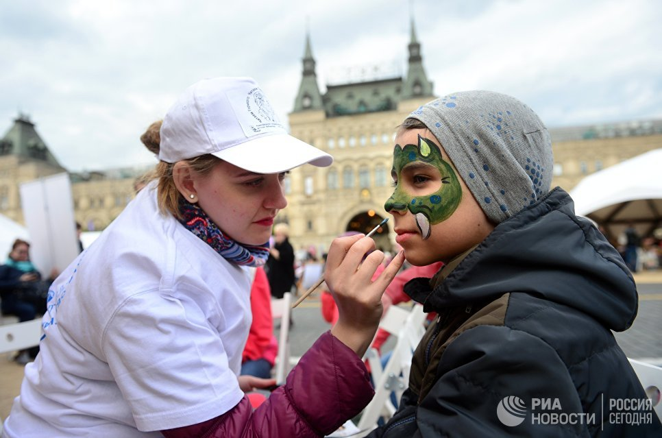 Работа визажиста на книжном фестивале Красная площадь в Москве