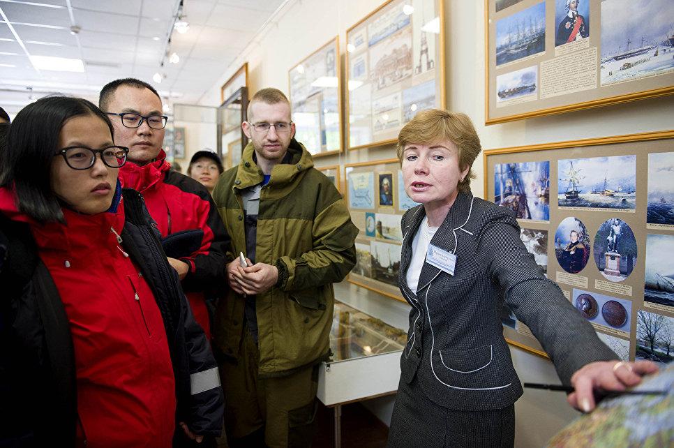 В ожидании отплытия на внешние острова Финского залива участники эковахты осмотрели достопримечательности Кронштадта