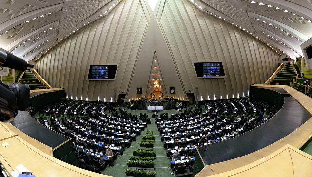 В зале заседаний парламента Ирана (Исламского консультативного совета - Меджлиса) в Тегеране. Архивное фото