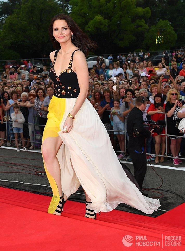 Актриса Елизавета Боярская на торжественной церемонии открытия 28-го Открытого российского кинофестиваля Кинотавр в Сочи