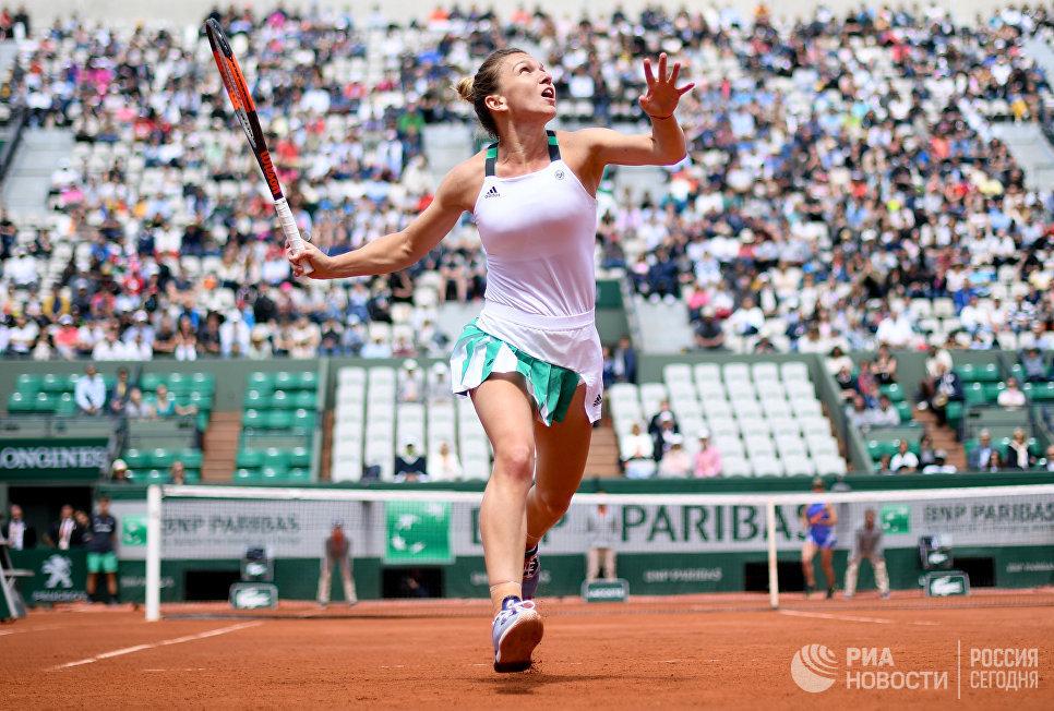 Симона Халеп в матче женского одиночного разряда Открытого Чемпионата Франции по теннису против Элины Свитолиной