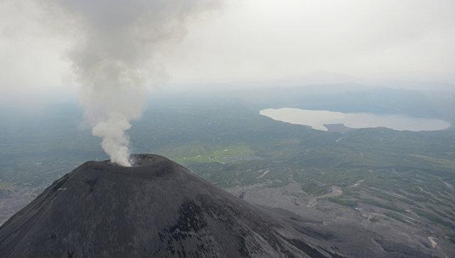 Вулкан Безымянный наКамчатке выбросил 12-километровый столб пепла