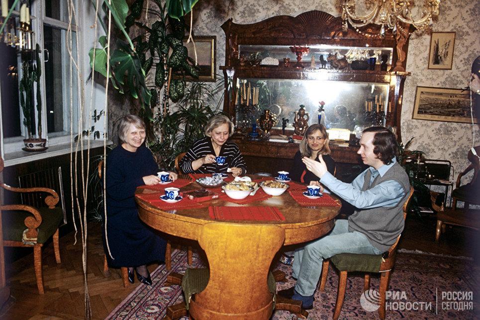 Юлия Хрущева с членами семьи