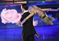 Арунас Бижокас и Катюша Демидова (США) выступают на шоу Звездный Дуэт - Легенды Танца! в Кремлевском Дворце в Москве