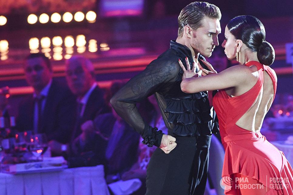 Троелс Багер и Ина Желязкова (Дания) выступают на шоу Звездный Дуэт - Легенды Танца! в Кремлевском Дворце в Москве