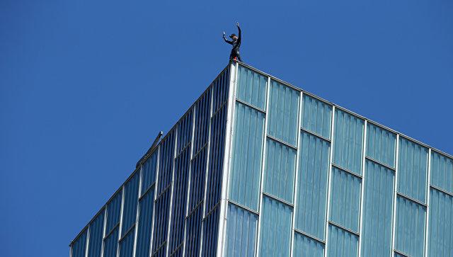ВБарселоне экстремал залез на140-метровый отель
