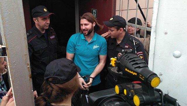 Обвиняемый впедофилии священник Грозовский предстал перед судом вЛенобласти