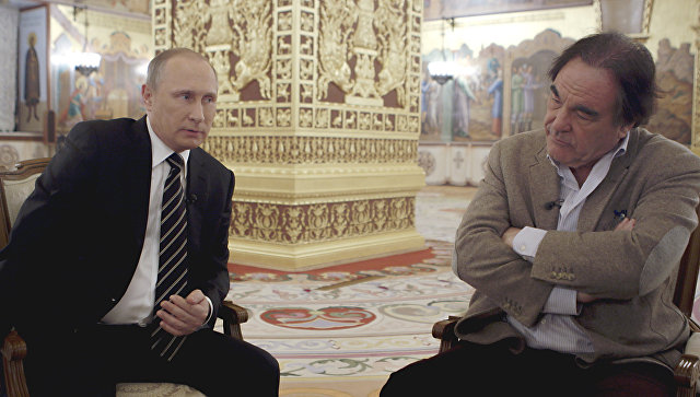Президент РФ Владимир Путин и американский кинорежиссер Оливер Стоун во время интервью