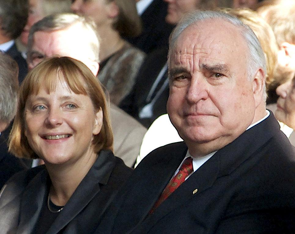 Ангела Меркель и Гельмут Коль. 27 сентября 2000 год