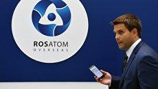 Посетитель на IX Международном форуме Атомэкспо в Москве