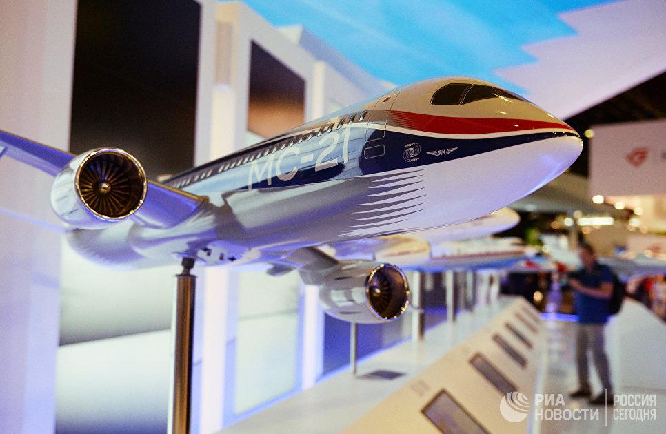 Макет российского пассажирского самолета МС-21 на Международном авиасалоне Ле Бурже - 2017 во Франции