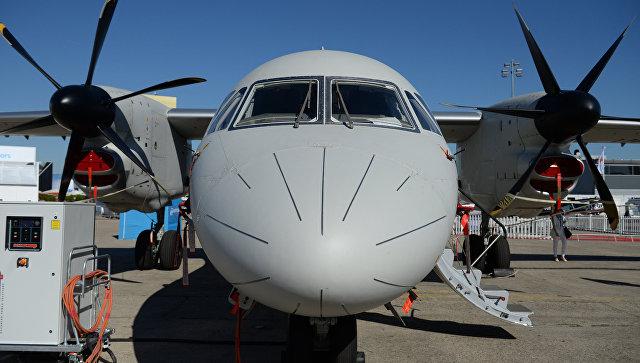 Турбовинтовой многоцелевой транспортный самолёт Ан-132 D на Международном авиасалоне Ле Бурже-2017 во Франции