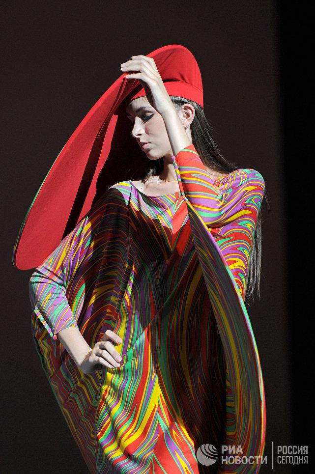 Показ новой коллекции одежды дизайнера Пьера Кардена в Государственном Кремлевском Дворце