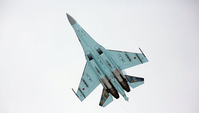 Многоцелевой истребитель Су-27. Архивное фото