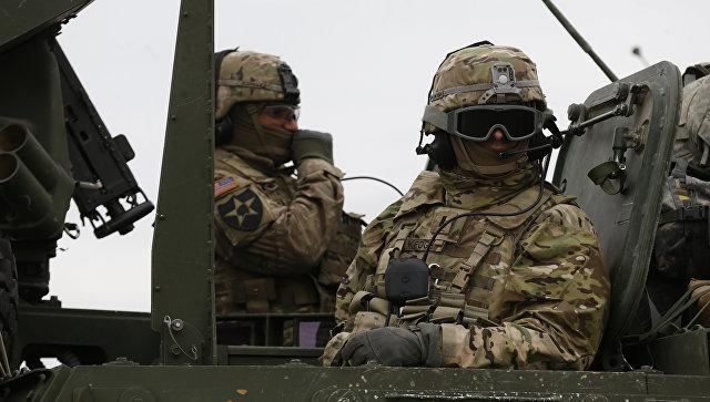 Американский солдат помочился на сооружение МВД Литвы