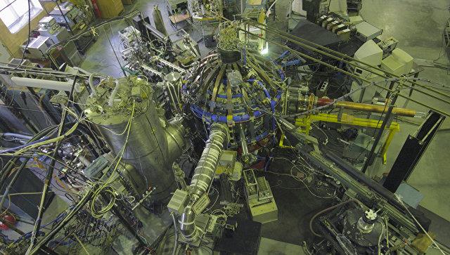 Сферический токамак Глобус-М, сооруженный в ФТИ им. А.Ф. Иоффе. Архивное фото