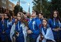 Участники патриотической акции Вахта памяти. Вечный огонь - 2017 перед возложением цветов к Могиле Неизвестного солдата