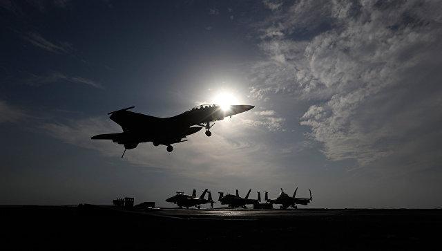 Американский истребитель во время операции в Сирии и Ираке. Архивное фото