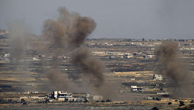 Дым в районе Голанских высот после авиаудара израильских ВВС. 25 июня 2017