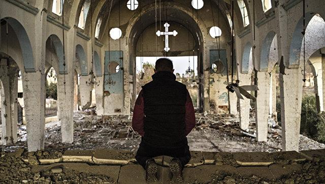 В разрушенном боевиками православно храме, Сирия. Архивное фото