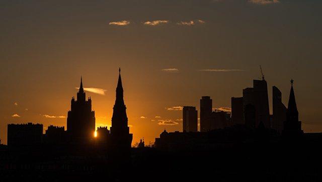 Вид на здание Министерства иностранных дел России, Московский Кремль и Московский международный деловой центр Москва-Сити. Архивное фото