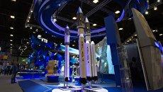 Макеты ракет Ангара на стенде государственной корпорации Роскосмос