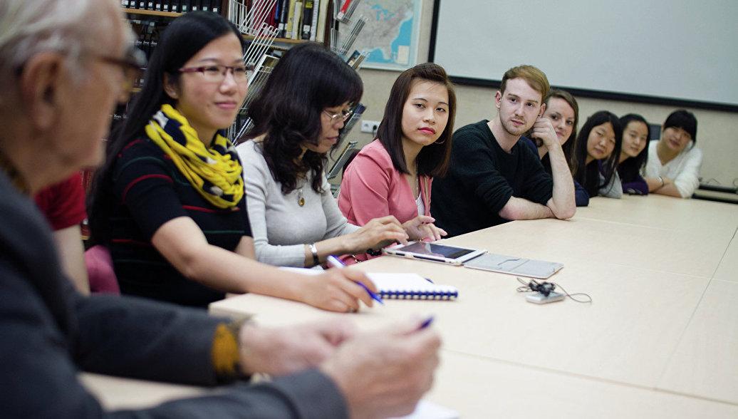 Выпускники институтов иностранных языков имеют хорошие перспективы для трудоустройства и построения карьеры.