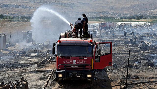 На месте пожара в лагере сирийских беженцев в Ливане