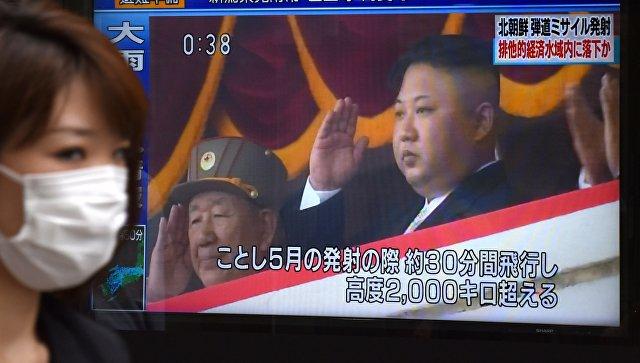 Трансляция новостей про приказ лидера КНДР Ким Чен Ына запустить баллистическую ракету. 4 июля 2017