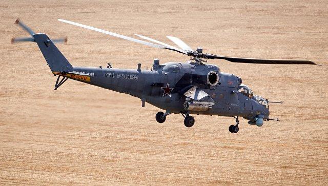 Транспортно-боевой вертолет Ми-35М во время учений. Архивное фото