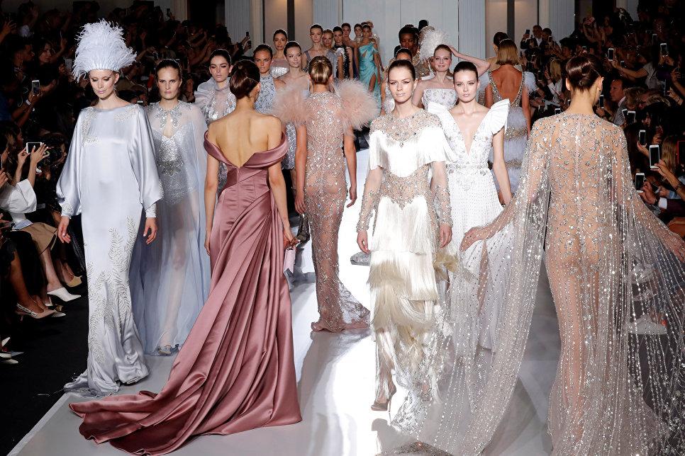 Показ коллекции Тамары Ральф и Майкла Руссо на Неделе высокой моды сезона осень/зима 2017-2018 в Париже