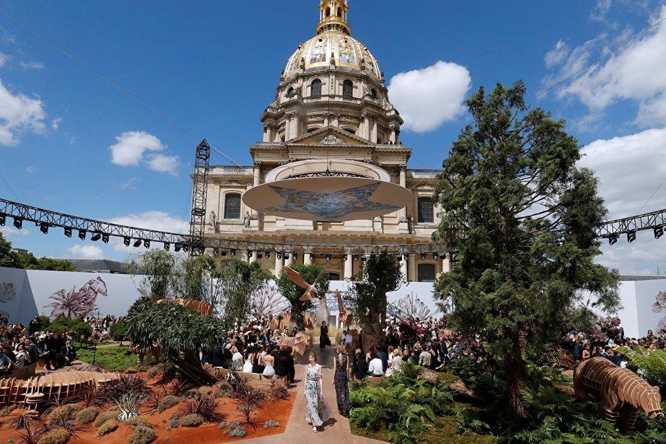 Показ коллекции Christian Dior на Неделе высокой моды сезона осень/зима 2017-2018 в Париже