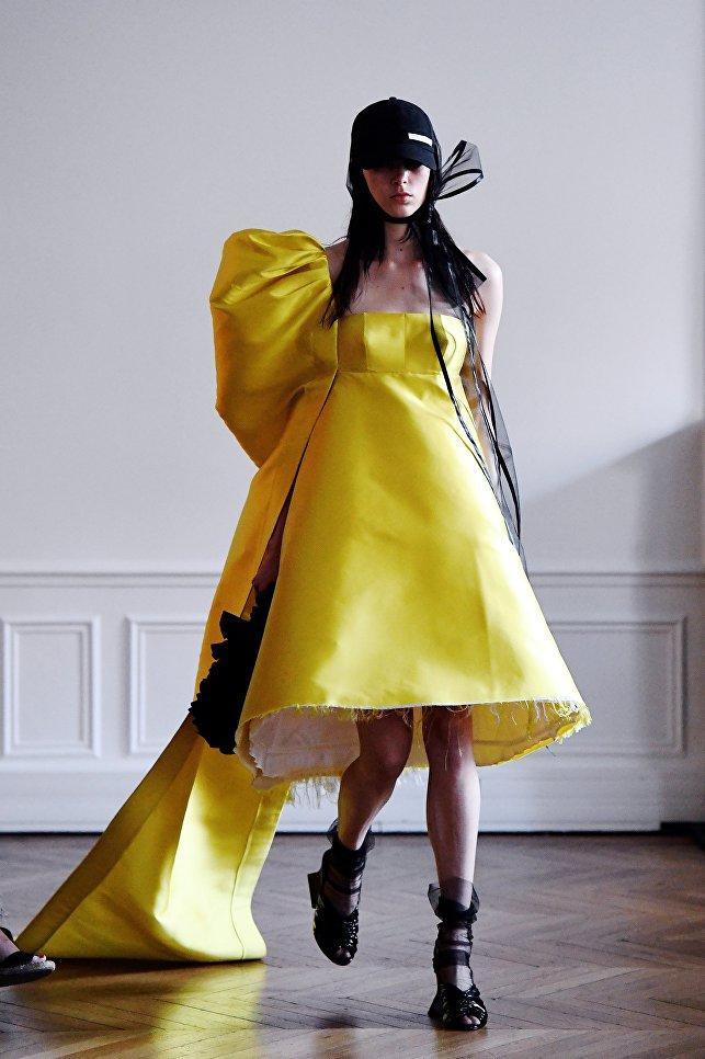 Показ коллекции Hyun Mi Nielsen на Неделе высокой моды сезона осень/зима 2017-2018 в Париже