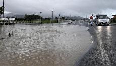 Дорога, залитая сильным дождем в Асакуре префектуры Фукуока. 5 июля 2017