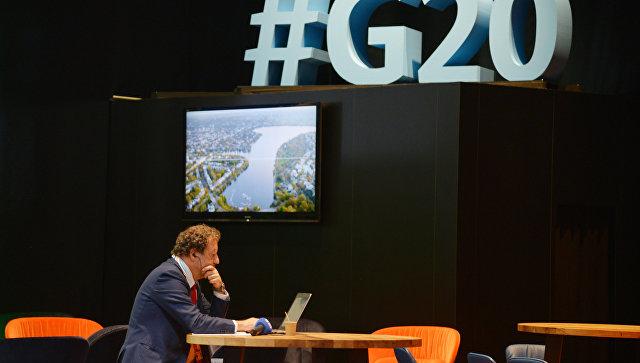 Путин иМеркель сулыбкой обменялись рукопожатием наG20 вГамбурге