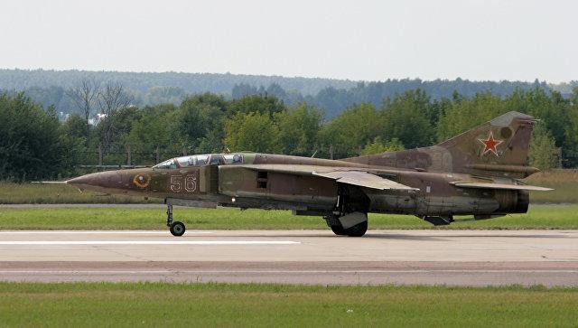 Истребитель МиГ-23 на аэродроме в Жуковском