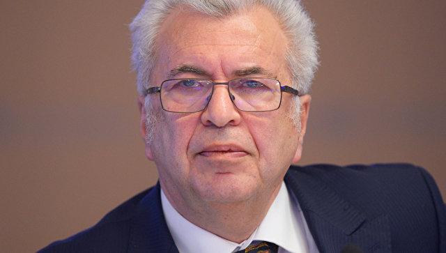 Академик РАО, директор школы № 109 Евгений Ямбург