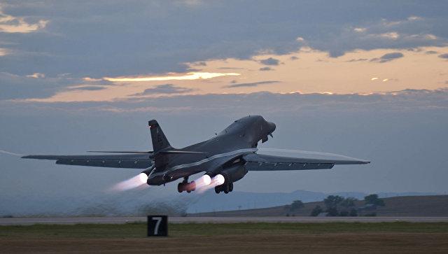 Американские бомбардировщики провели около границы сКНДР учения