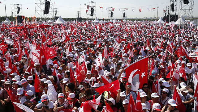 Многотысячный митинг, завершив 25-дневный Марш справедливости в Турции. 9 июля 2017