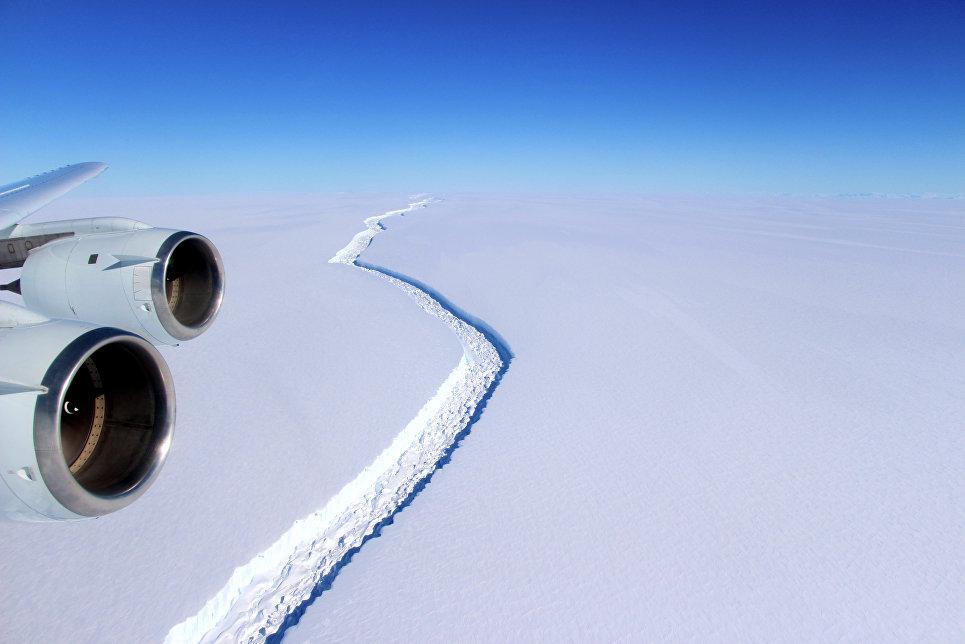 Полет над шельфовым ледником Ларсена С