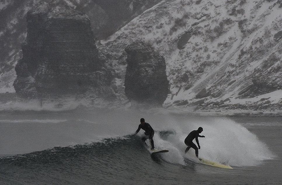 Зимний серфинг на Тихоокеанском побережье России