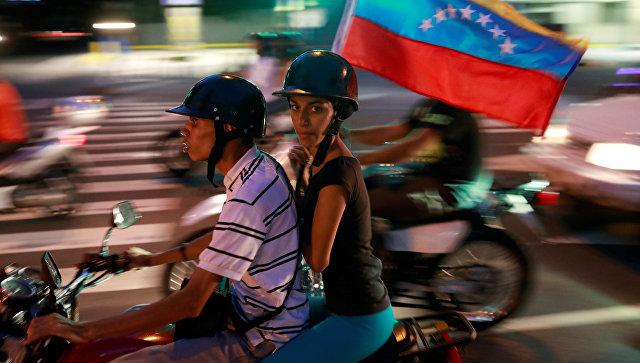 Президент Венесуэлы настоял намирном проведении референдума оппозиции