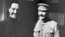 Генеральный секретарь ЦК РКП(б) Иосиф Сталин и 1-й секретарь Закавказского краевого комитета РКП(б) Серго Орджоникидзе на XII съезде РКП(б). Архивное фото
