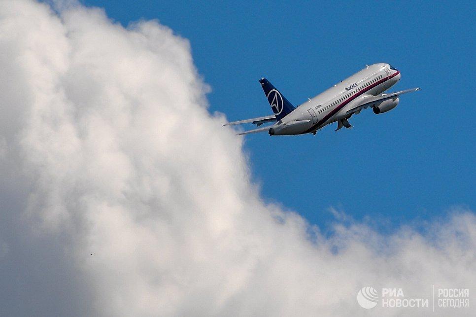 Ближнемагистральный пассажирский самолет Sukhoi Superjet 100 на открытии МАКС-2017