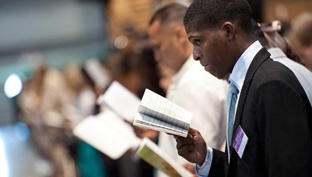 Последователь Свидетелей Иеговы на собрании во Франции