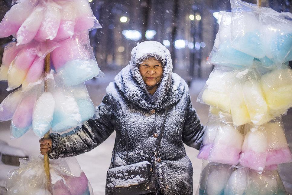 Продавщица сладкой ваты. Работа фотографа Табылды Кадырбекова из Кыргызстана